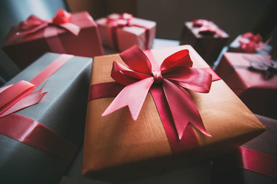 Don't forget your Clients this Holiday Gift Season (top gift giving tips and ideas)